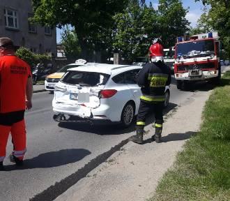 Laweta zderzyła się z samochodem osobowym na wjeździe do Wrocławia [ZDJĘCIA]