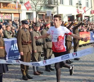 Gniezno: 100-lecie Odzyskania Niepodległości. Gnieźnianin - Jakub Lewandowski wygrał IV Bieg