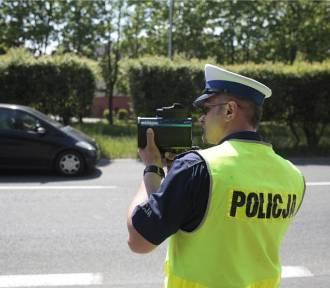 Mieszkaniec Skierniewic stracił pod Łowiczem prawo jazdy na nadmierną prędkość