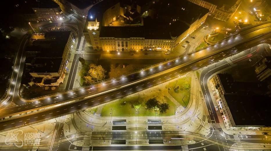 Rynek w Chorzowie nocą - foto Chorzów z Lotu Ptaka / Facebook