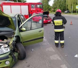 Wypadek w Sandomierzu. Dwa samochody zderzyły się na skrzyżowaniu dróg krajowych numer 77 i 79