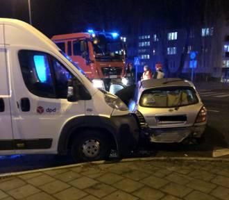 Wypadek na skrzyżowaniu Okrzei i Sikorskiego. Trzy osoby w szpitalu