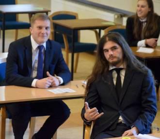 Maturzyści ze szkół w Gnieźnie rozpoczęli egzamin z języka polskiego [FOTO, FILM]