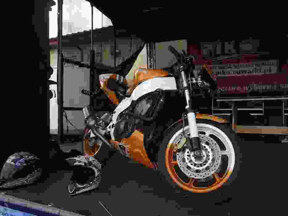 Motocykl na scenie głównej