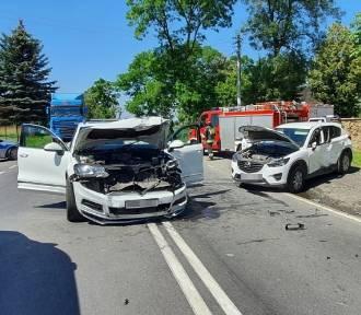 Wypadek na DK 42. Zderzenie 2 aut w gminie Kodrąb [ZDJĘCIA]
