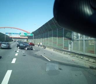 Katowice: Wypadek na A4! BMW uderzyło w barierki [ZDJĘCIA]