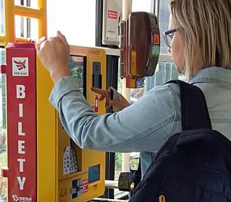 Biletomaty blokują pieniądze na koncie bankowym