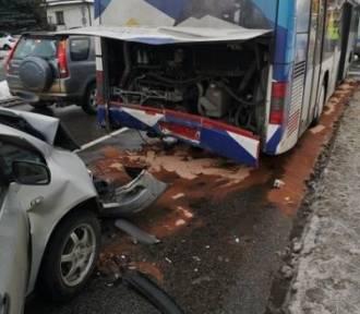 Nowy Sącz. Zderzenie autobusu MPK i osobówki