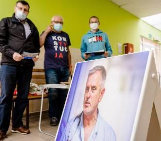 Wałbrzyscy radni zbierali podpisy pod apelem o przywrócenie Romana Szełemeja do pracy