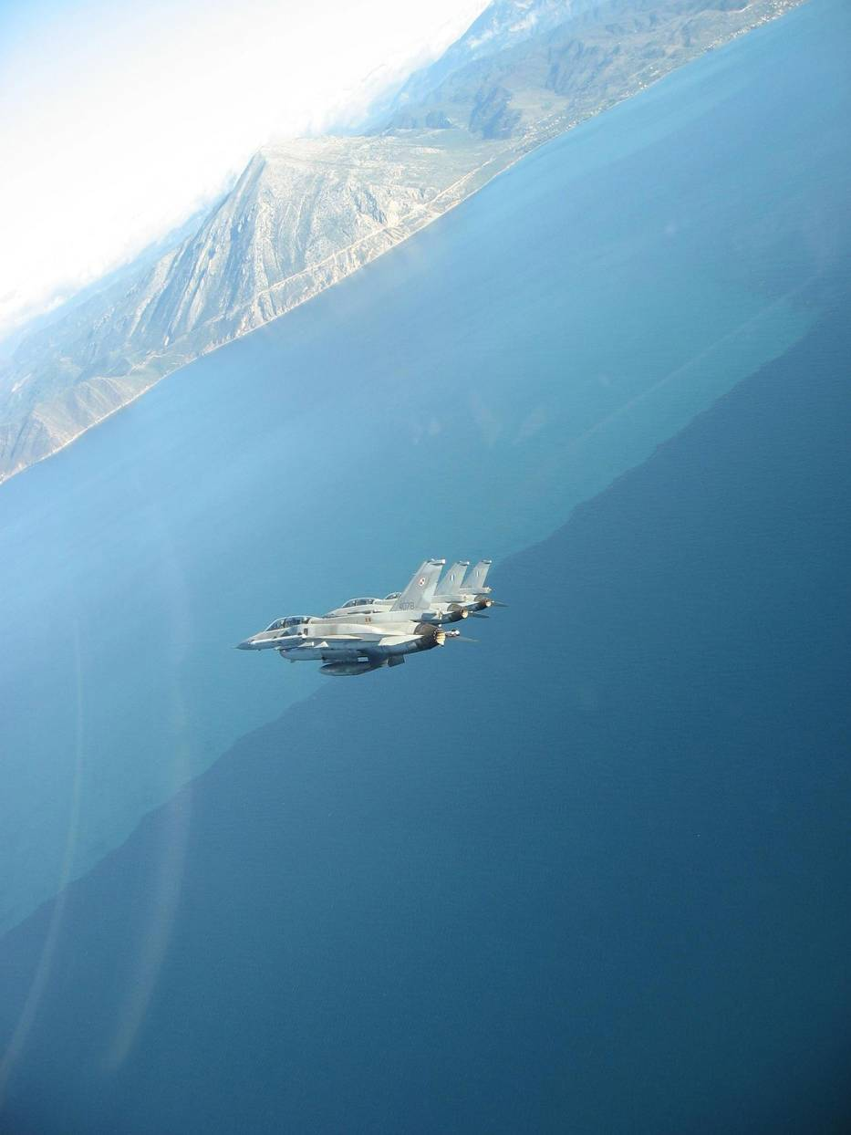 F-16 w przestworzach