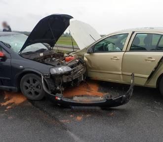 Wypadek przy moście w Milczu. Cztery osoby trafiły do szpitala