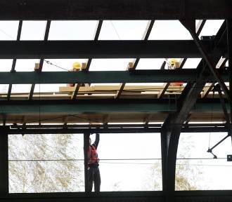 Perony 1, 2 i 5 zamknięte dla podróżnych, trwa remont dworca w Legnicy [ZDJĘCIA]