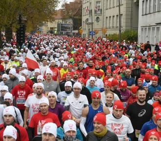 Poznań: Bieg Niepodległości zgromadził ponad 11 tys. osób [ZDJĘCIA]