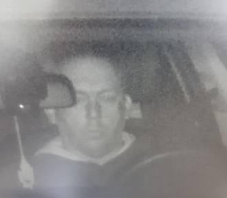 Policja szuka tego mężczyzny! Ma związek z kradzieżą auta