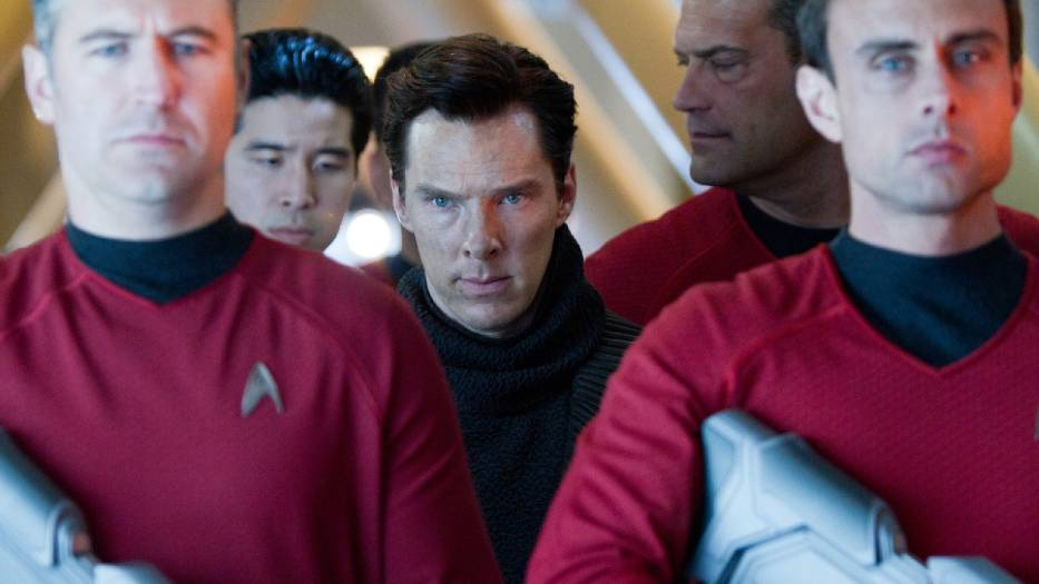 """Kadr z filmu """"W ciemność. Star Trek"""""""