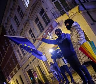 """Niedzielna manifestacja """"Zostaję w Unii Europejskiej"""" na ulicy Wałowej [ZDJĘCIA]"""