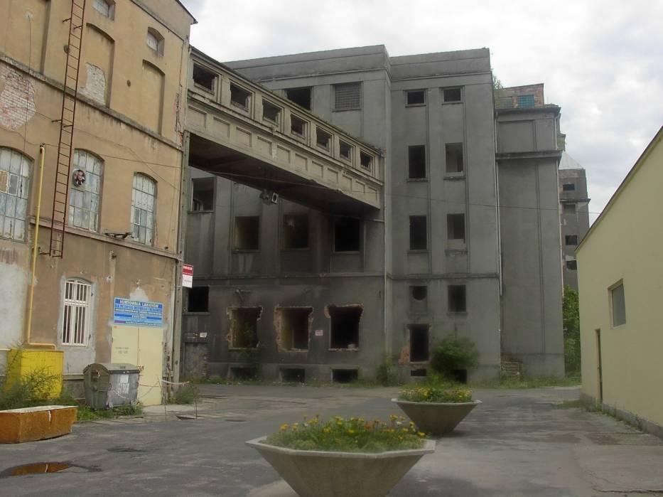Dawna fabryka leży w zabytkowej strefie miasta / fot