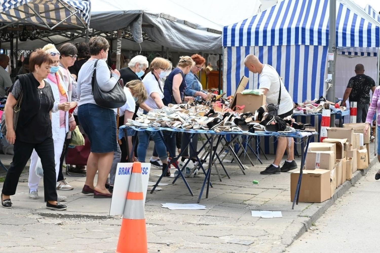 Mnóstwo ludzi na bazarach w Kielcach w piątek 4 czerwca. Zobaczcie co szło najlepiej [ZDJĘCIA]
