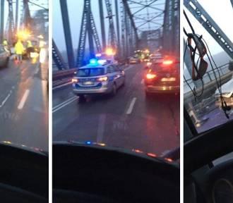 Wypadek na moście Piłsudskiego w Toruniu. Tworzyły się gigantyczne korki