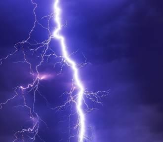 Silne burze na Śląsku. Domy i drogi zalane, drzewa połamane