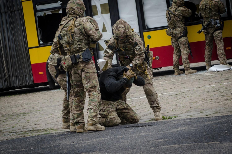 Stopień Alfa. Warszawa będzie sparaliżowana. Wojsko, policja i zamknięte ulice. Na co uważać?
