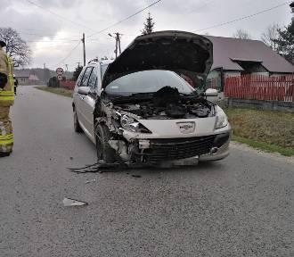 Groźne zderzenie dwóch samochodów osobowych w Świdrówce