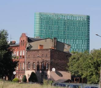 Katowice: wieżowiec na Korfantego gotowy, trwa wykańczanie. Ma 750 okien. Ale widok!