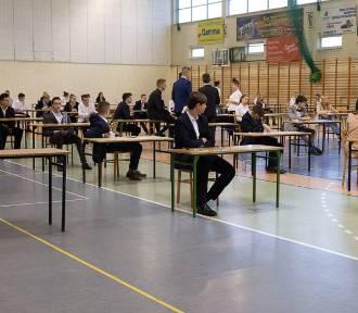 Egzamin gimnazjalny w Pniewach. Dziś część matematyczno - przyrodnicza. Będziemy mieć ROZWIĄZANIA!