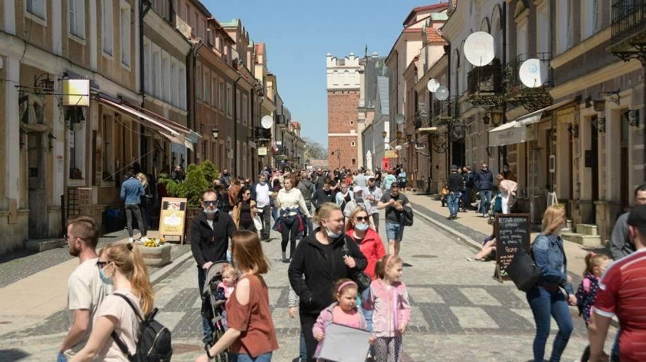 Słoneczna niedziela w Sandomierzu. Rynek oblężony [ZDJĘCIA]