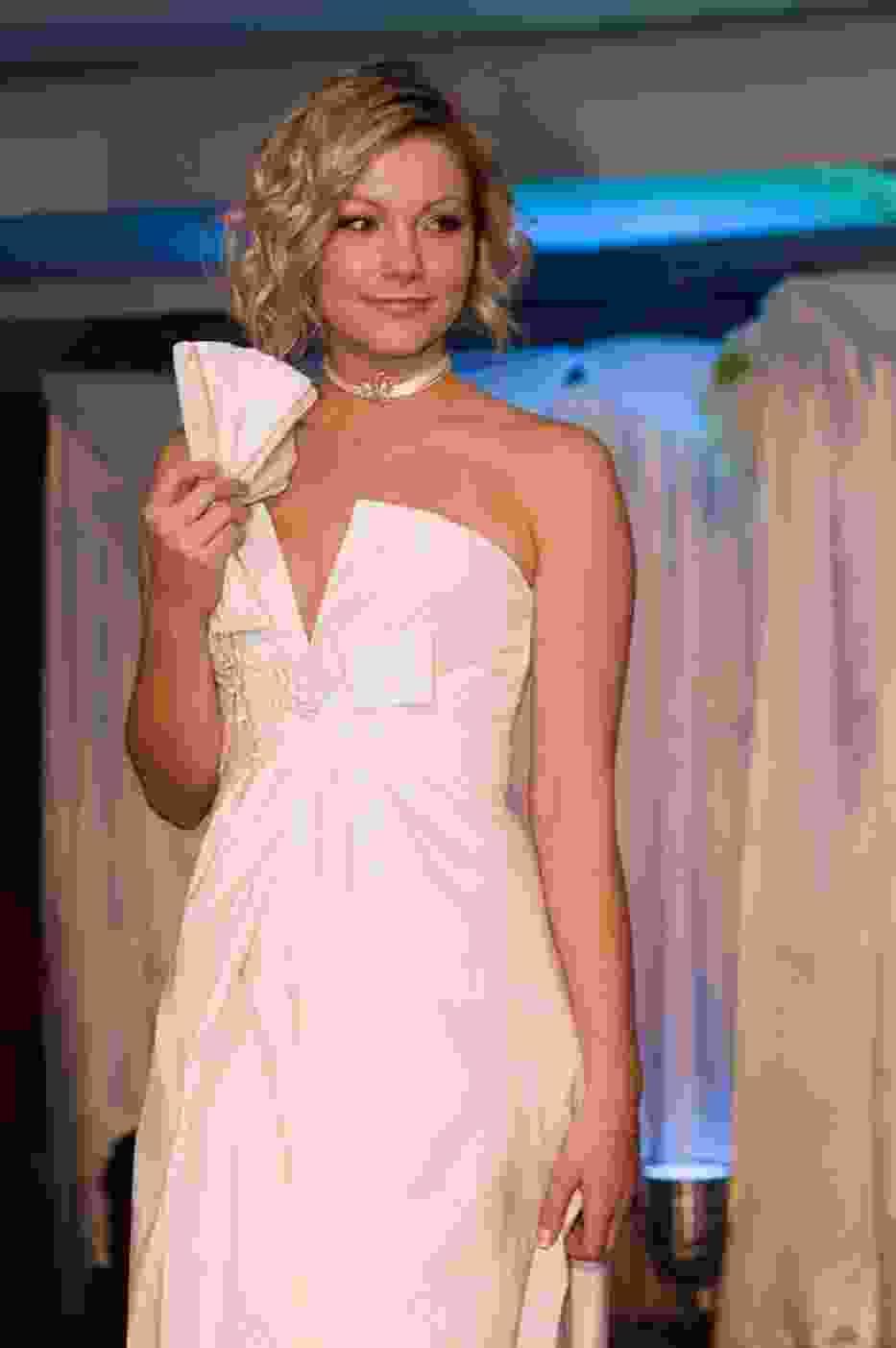 Paryska suknia prezentowana przez Miss Wybrzeża 2009 - Karolinę Rogowską