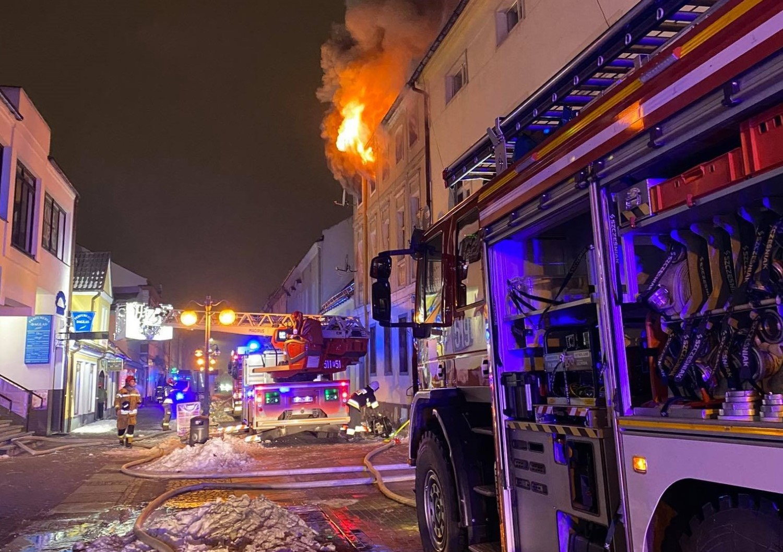 W centrum Nowego Tomyśla wybuchł tragiczny pożar kamienicy