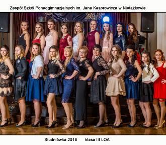 Zdjęcia klasowe maturzystów ZSP Nietążkowo ze studniówki 2018 {FOTO]