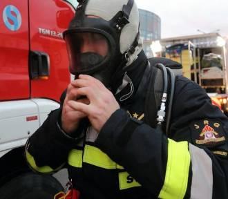 Bydgoszcz. Ogień w hotelu i zadymienie na parkingu