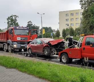 Wypadek na buspasie. Tesla zderzyła się z ciężarówką