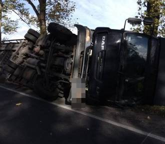 Wichura zdmuchnęła z drogi TIR-a w  Rusku koło Strzegomia, kierowca nie żyje