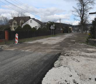 Wielka inwestycja i... asfalt tylko na części drogi [WIDEO]