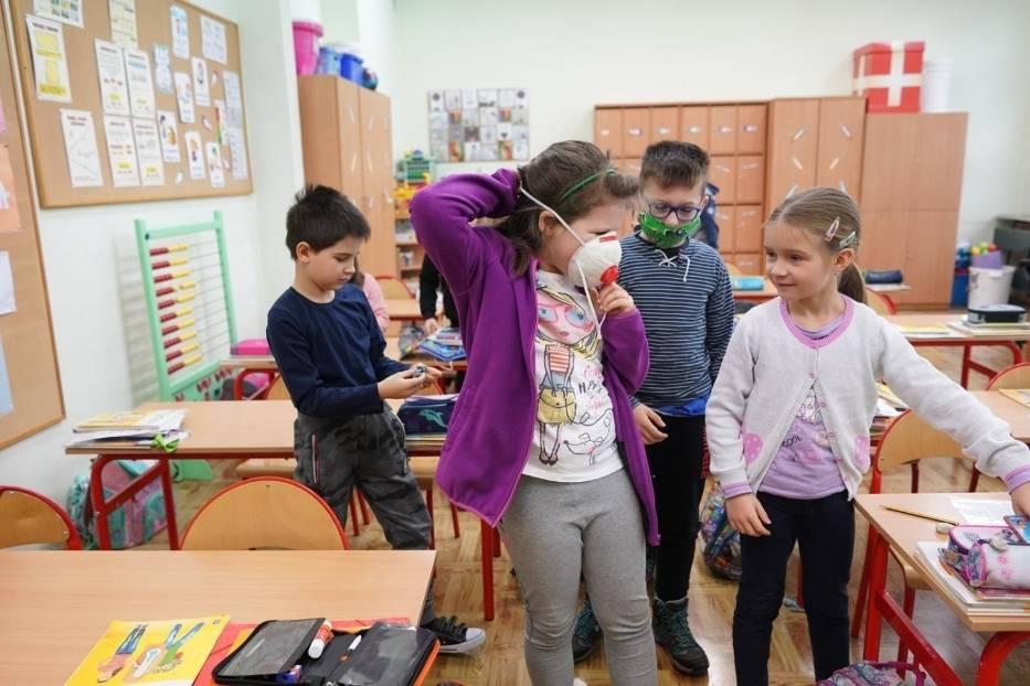 Najprawdopodobniej uczniowie klas IV-VIII i szkół ponadpodstawowych zostaną jeszcze w domach