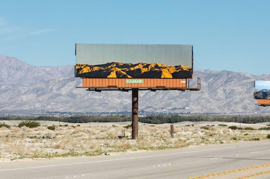 Kreatywne bilboardy pojawiły się w Kalifornii. Nie ma na nich reklam, tylko... [ZDJĘCIA]