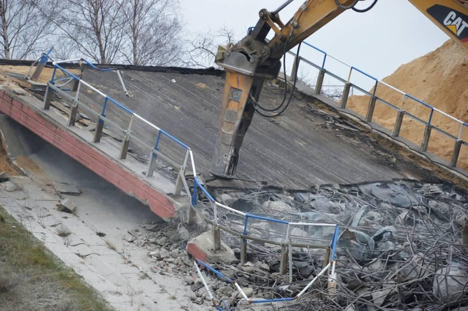 Wyburzanie wiaduktów na A1 na odcinku Tuszyn - Piotrków