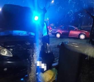 Pięć osób w rozbitym samochodzie - bądźmy ostrożni na drogach!