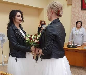 Dwie kobiety wzięły ślub? Niezwykła ceremonia w łódzkim USC