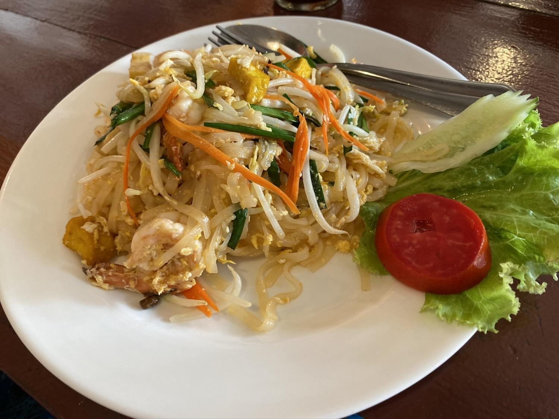 Tanio, dużo i smacznieJedno z  najpopularniejszych dań  kuchni tajskiej to Pad Thai czyli smażony makaron z woka  z tofu, krewetkami lub kurczakiem