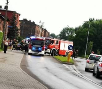 Opel dachował w Rudzie Śląskiej. Trzy osoby były w środku samochodu