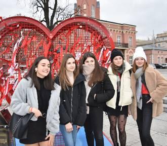 Walentynkowe fotki i życzenia na placu Biegańskiego ZDJĘCIA