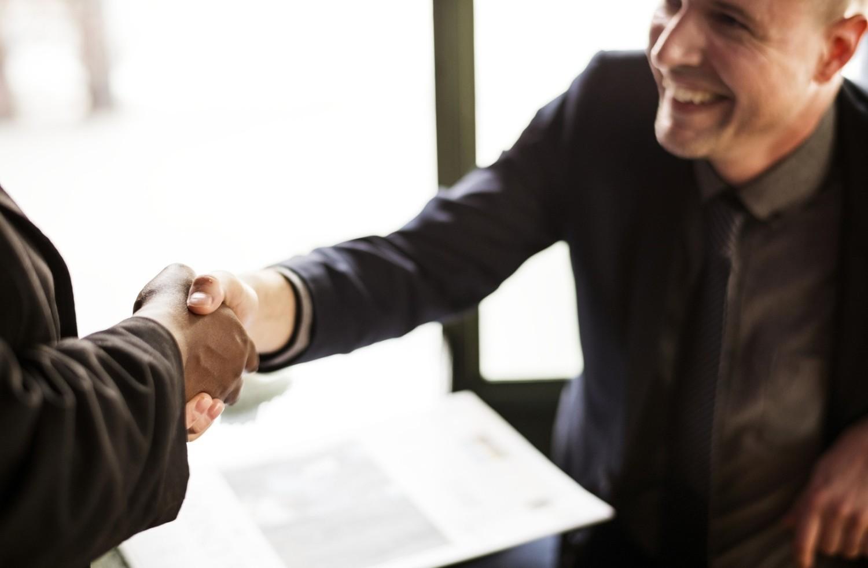 Zasiłek dla bezrobotnych a umowa o pracę