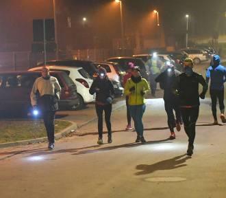Przez 24h przebiegli 327 kilometrów. Ponad 60 osób biegało w nocy po Zielonym Lesie