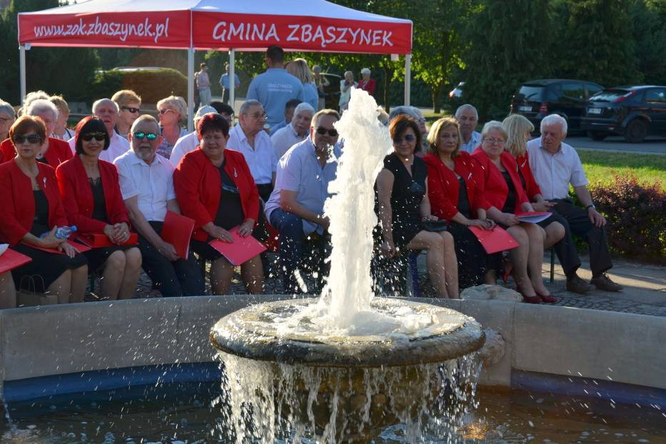 Koncert przy fontannie w Zbąszynku