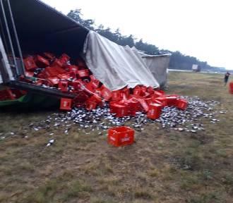 Na autostradzie A1 w Grupie przewróciła się ciężarówka z piwem [zdjęcia]