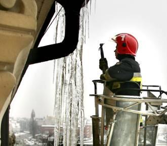 Zima 2017. Uważajmy na zalegający na dachach śnieg i zwisające sople