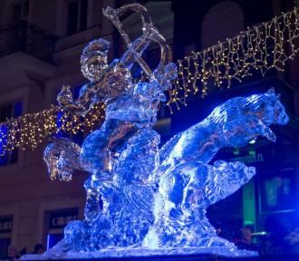 Fantastyczne rzeźby z lodu na Starym Rynku. Zobacz!